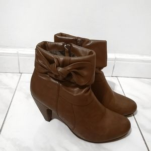 VERONA Brown Heeled Booties Ankle Boots Cute Bows